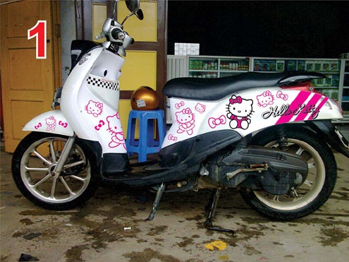 hello kitty motor putih